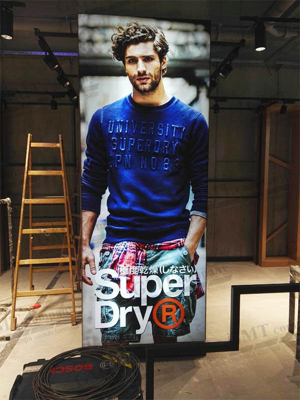 tekstilna alu led box reklama fashion superdry